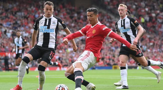Chùm ảnh: Ronaldo ra mắt, M.U nhuộm đỏ thành Manchester - Ảnh 9.