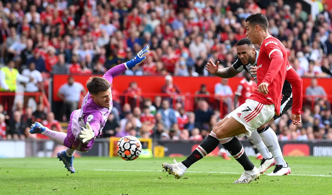 Chùm ảnh: Ronaldo ra mắt, M.U nhuộm đỏ thành Manchester - Ảnh 10.