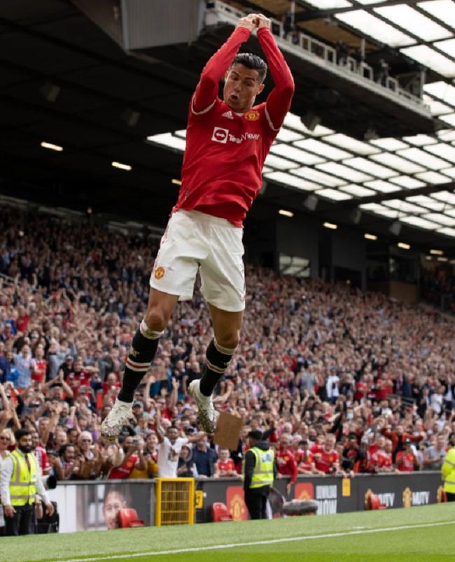 Chùm ảnh: Ronaldo ra mắt, M.U nhuộm đỏ thành Manchester - Ảnh 14.