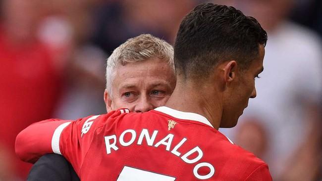 Solskjaer ưu ái Ronaldo. Ảnh: The Sun