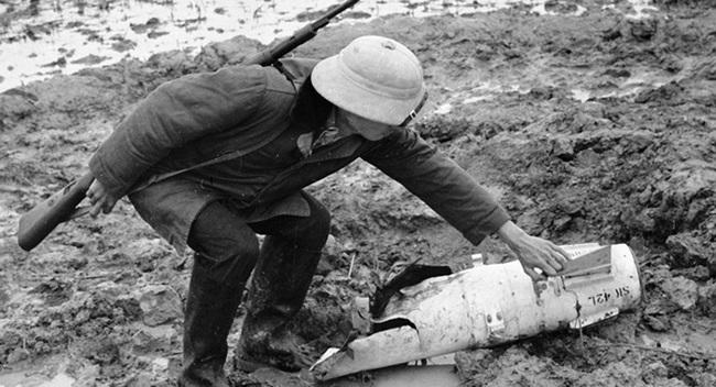 Báo Nga nhắc lại chiến tích Việt Nam bắn hạ máy bay John McCain - Ảnh 12.