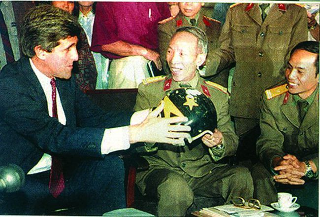 Báo Nga nhắc lại chiến tích Việt Nam bắn hạ máy bay John McCain - Ảnh 13.