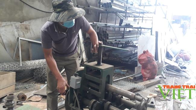 Nông dân Sìn Hồ phát triển nghề cơ khí, nuôi trâu sinh sản từ vốn hội - Ảnh 1.