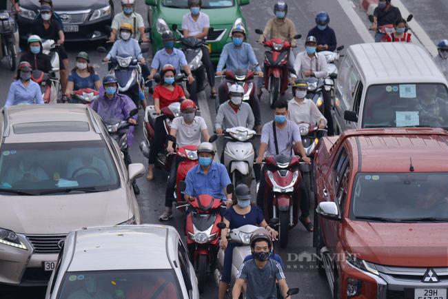 Hình ảnh một số tuyến đường ở Hà Nội đông đúc trở lại - Ảnh 8.