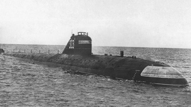 Kinh hoàng những vụ tàu ngầm Liên Xô đâm vào tàu sân bay Mỹ - Ảnh 7.