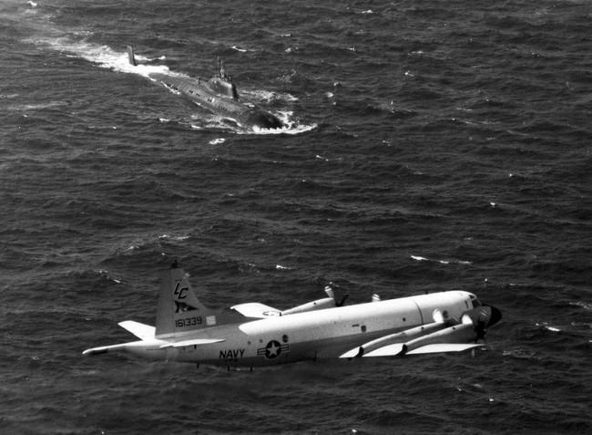 Kinh hoàng những vụ tàu ngầm Liên Xô đâm vào tàu sân bay Mỹ - Ảnh 12.