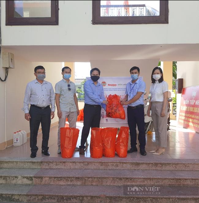 Đà Nẵng: Tặng 160 suất quà cho hội viên nông dân nghèo khó khăn do ảnh hưởng của dịch bệnh Covid-19 - Ảnh 1.