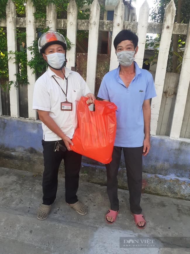 Đà Nẵng: Tặng 160 suất quà cho hội viên nông dân nghèo khó khăn do ảnh hưởng của dịch bệnh Covid-19 - Ảnh 2.