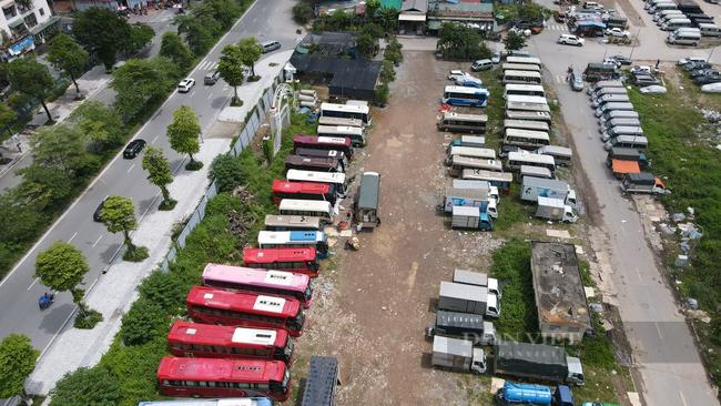 """Quận Hoàng Mai, Hà Nội: Nhan nhản điểm giao nhận hàng hoá """"chui"""", tiềm ẩn nguy cơ lây lan Covid-19 - Ảnh 1."""