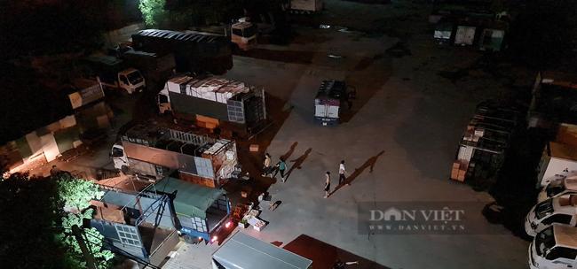"""Quận Hoàng Mai, Hà Nội: Nhan nhản điểm giao nhận hàng hoá """"chui"""", tiềm ẩn nguy cơ lây lan Covid-19 - Ảnh 3."""