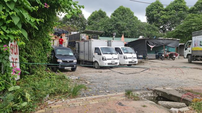 """Quận Hoàng Mai, Hà Nội: Nhan nhản điểm giao nhận hàng hoá """"chui"""", tiềm ẩn nguy cơ lây lan Covid-19 - Ảnh 5."""