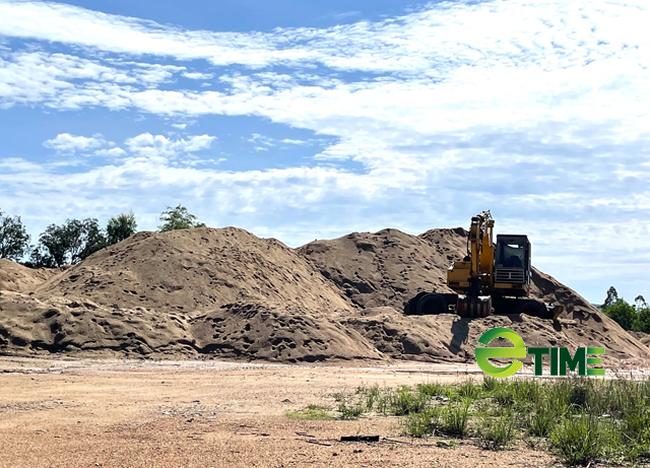Quảng Ngãi: Phó Chủ tịch tỉnh chỉ đạo xử lý bãi chứa cát trái phép khủng ở QL 24  - Ảnh 3.