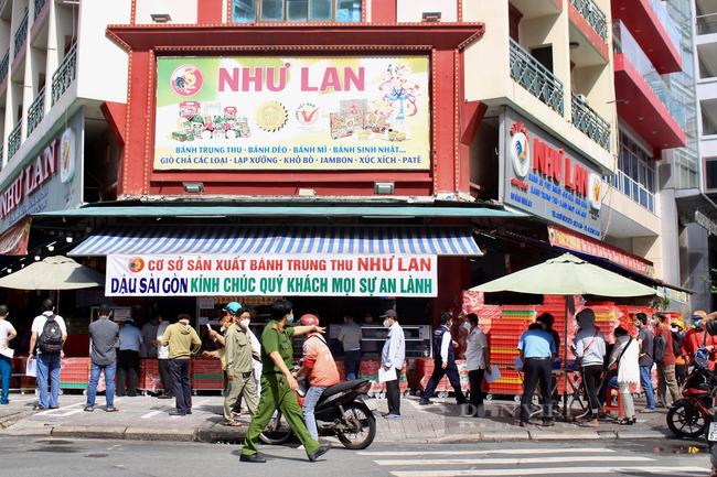 Shipper Sài Gòn nhận đơn 600 bánh Trung thu - Ảnh 1.