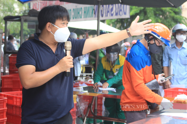 Shipper Sài Gòn nhận đơn 600 bánh Trung thu - Ảnh 3.