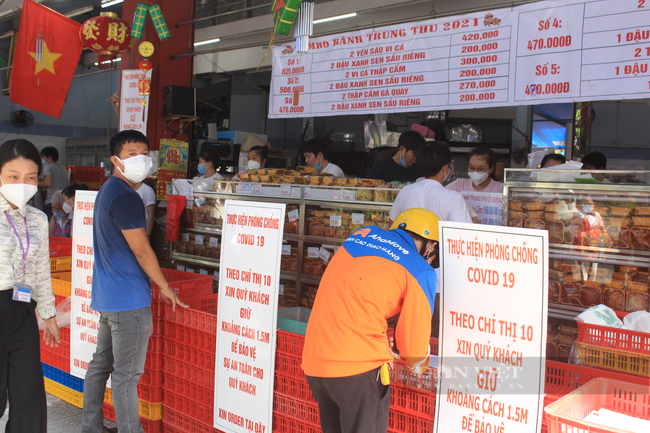 Shipper Sài Gòn nhận đơn 600 bánh Trung thu - Ảnh 4.