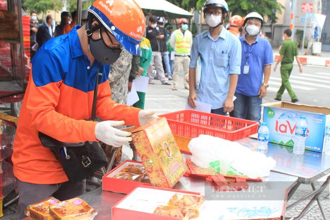 Shipper Sài Gòn nhận đơn 600 bánh Trung thu - Ảnh 8.