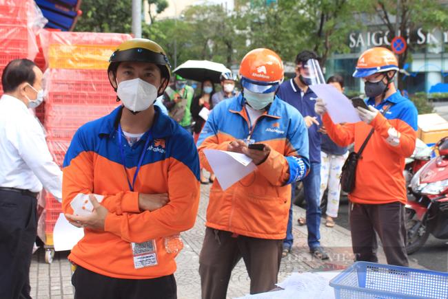 Shipper Sài Gòn nhận đơn 600 bánh Trung thu - Ảnh 10.