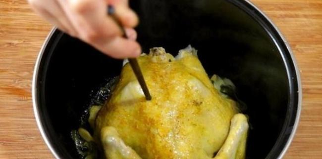 Làm gà nướng muối ớt bằng nồi cơm điện, không cần cho một giọt nước, gà mềm ngọt, đậm đà - Ảnh 3.