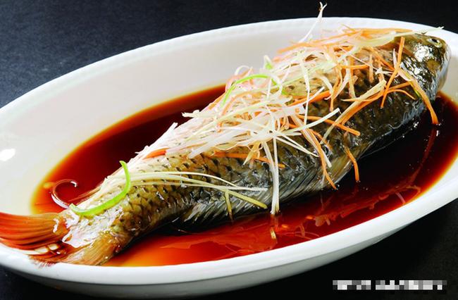 Đầu bếp sẽ mách bạn 6 mẹo nhỏ để khử tanh, giúp chế biến món cá thơm ngon, không tanh - Ảnh 1.