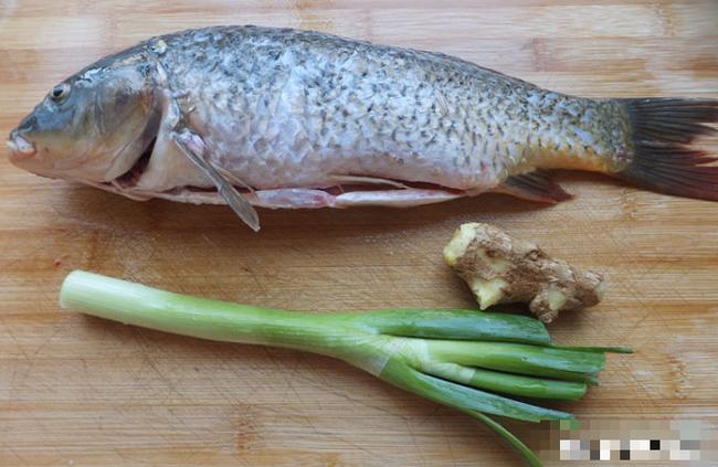 Đầu bếp sẽ mách bạn 6 mẹo nhỏ để khử tanh, giúp chế biến món cá thơm ngon, không tanh - Ảnh 2.