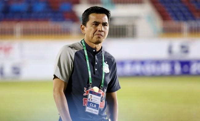 Thái Lan bỏ 10 tỷ đồng mua lại hợp đồng của HLV Kiatisak với HAGL - Ảnh 1.