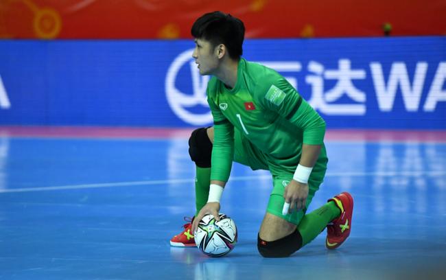 Hồ Văn Ý góp công lớn đưa ĐT futsal Việt Nam vào vòng 1/8. Ảnh: BĐ24h