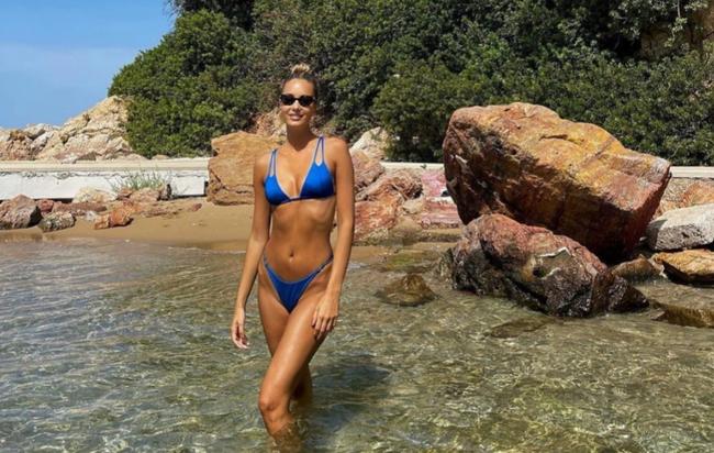 """""""Bỏ bê"""" cựu tuyển thủ Italia, người mẫu thả dóng sexy ở bãi biển - Ảnh 3."""