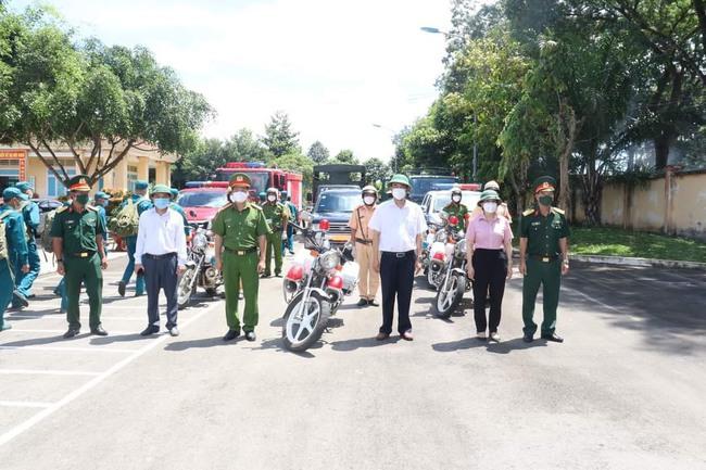 Phát hiện xe cấp cứu đưa người từ vùng dịch về vùng xanh - Ảnh 1.