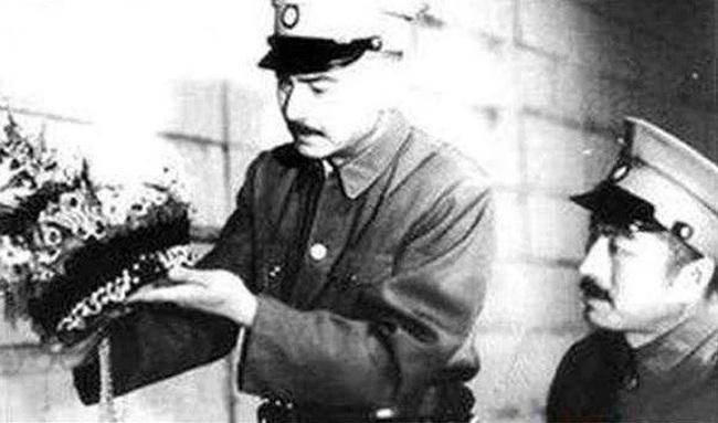 Quét sạch lăng mộ Càn Long nhưng Tôn Điện Anh vứt lại 1 thứ, hơn 80 năm sau được định giá 460 tỉ đồng - Ảnh 1.