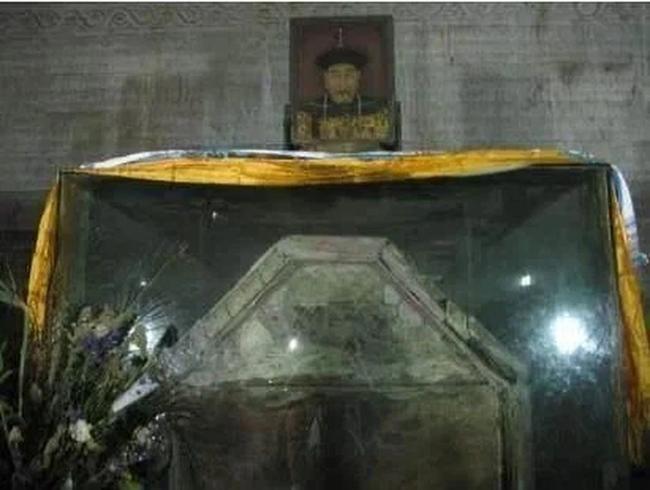 Quét sạch lăng mộ Càn Long nhưng Tôn Điện Anh vứt lại 1 thứ, hơn 80 năm sau được định giá 460 tỉ đồng - Ảnh 4.