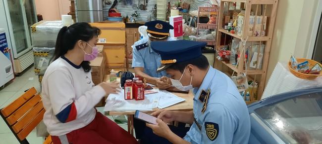 Lâm Đồng: Phát hiện cửa hàng bán kit test nhanh Covid-19 và thuốc hạ sốt không rõ nguồn gốc - Ảnh 4.