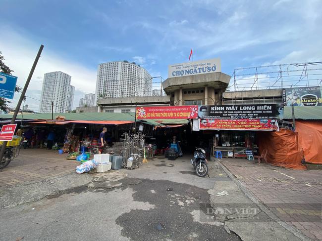 """Chợ dân sinh """"quên"""" phòng dịch, hàng rong tràn lan phố phường Hà Nội - Ảnh 5."""