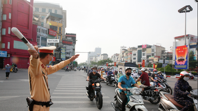 Cần thống nhất kịch bản tổ chức giao thông để người dân được tự do đi lại? - Ảnh 1.