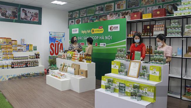 Khôi phục sản xuất sau giãn cách, Hà Nội tổ chức kết nối giao thương sản phẩm OCOP và đặc sản vùng miền - Ảnh 1.