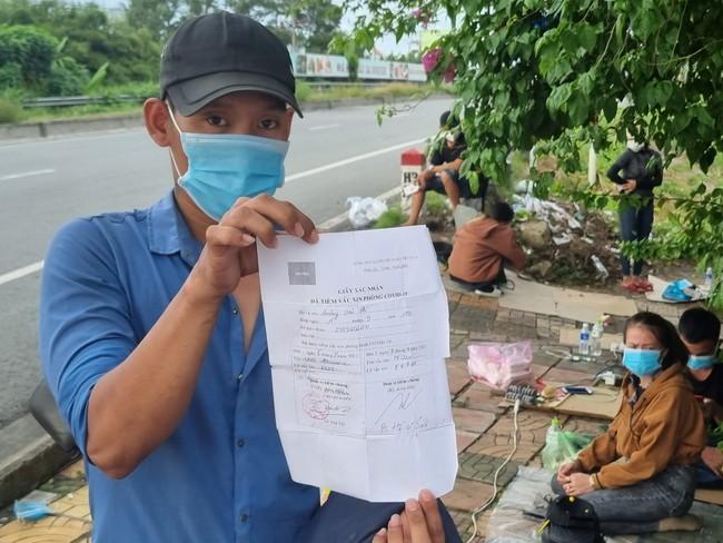 Thông tin mới vụ hàng trăm người dân từ vùng dịch tự ý về quê bị chặn ở cửa ngõ tỉnh Hậu Giang  - Ảnh 1.