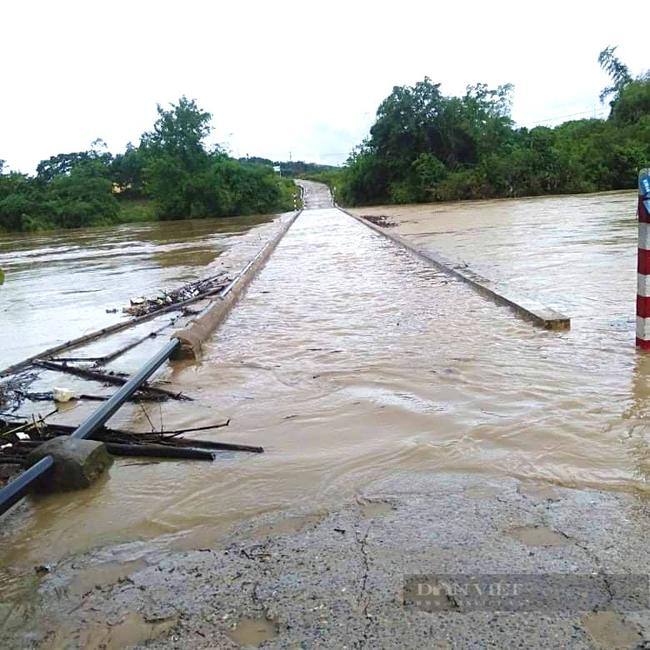 Mưa lớn gây chia cắt nhiều địa phương ở Quảng Bình   - Ảnh 1.