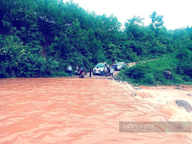 Mưa lớn gây chia cắt nhiều địa phương ở Quảng Bình   - Ảnh 2.