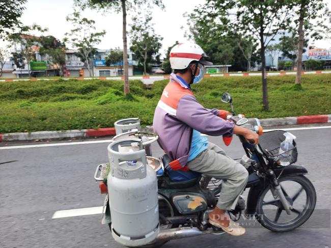 Người lao động từ các tỉnh, thành chưa thể tự di chuyển đến TP.HCM bằng phương tiện cá nhân - Ảnh 3.