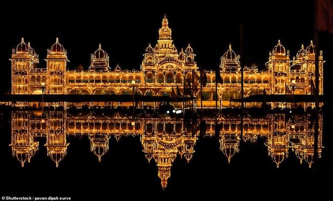 """Những kỳ quan cung điện """"hớp hồn"""" khách du lịch bởi sự hoành tráng, lộng lẫy và cả nét huyền bí - Ảnh 8."""