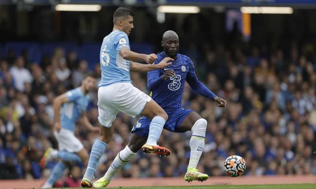 Lukaku mờ nhạt trước Man City. Ảnh: Goal