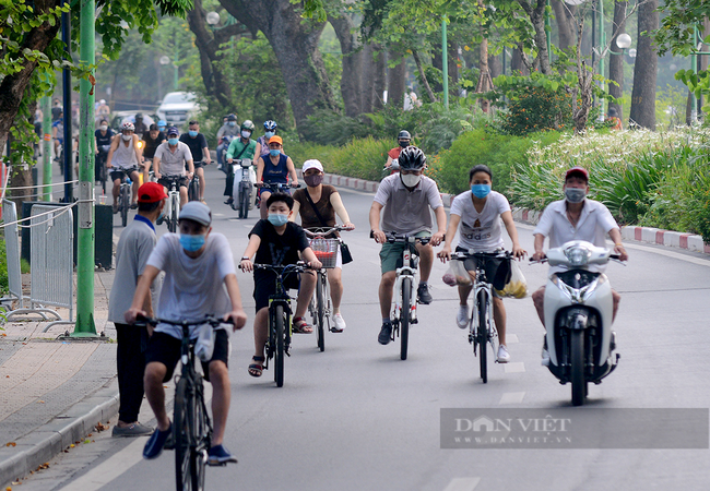 Từ 28/9, Hà Nội cho phép thể dục, thể thao ngoài trời, trung tâm thương mại mở cửa - Ảnh 1.