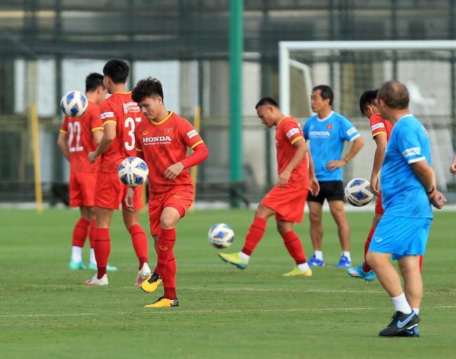 Chốt giờ thi đấu 2 trận của ĐT Việt Nam với ĐT Trung Quốc và ĐT Oman - Ảnh 1.