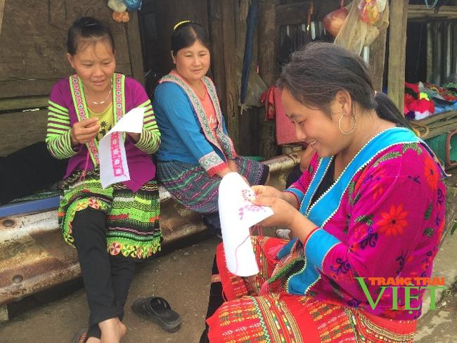 Hội phụ nữ xã Phìn Hồ hỗ trợ hội viên giảm nghèo bền vững - Ảnh 1.