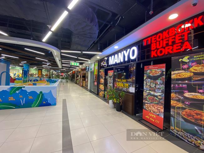 """Hà Nội: Trung tâm thương mại """"đìu hiu"""" trong ngày đầu được mở cửa trở lại - Ảnh 2."""