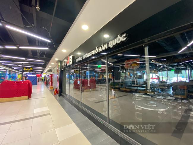 """Hà Nội: Trung tâm thương mại """"đìu hiu"""" trong ngày đầu được mở cửa trở lại - Ảnh 3."""