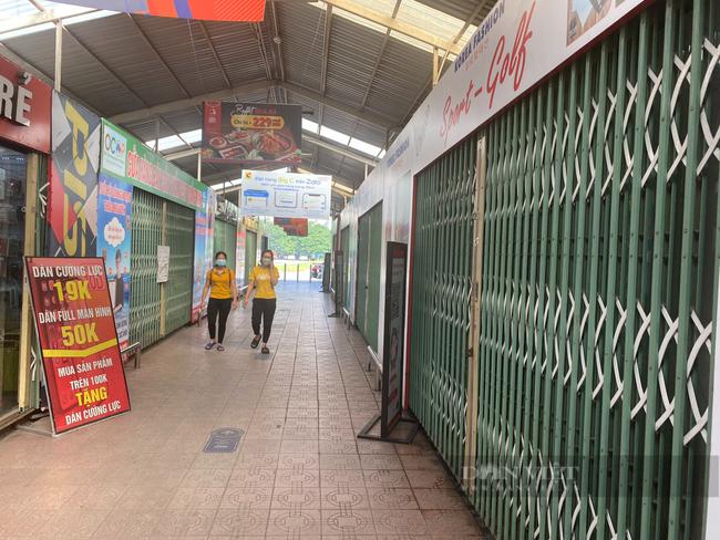 """Hà Nội: Trung tâm thương mại """"đìu hiu"""" trong ngày đầu được mở cửa trở lại - Ảnh 6."""