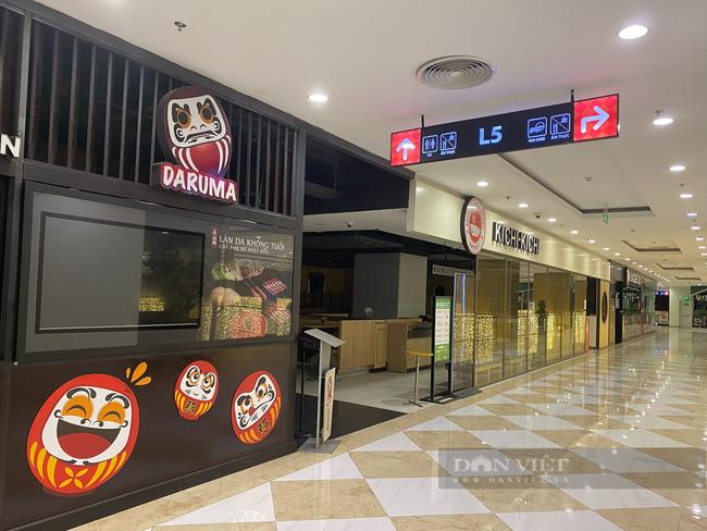"""Hà Nội: Trung tâm thương mại """"đìu hiu"""" trong ngày đầu được mở cửa trở lại - Ảnh 9."""
