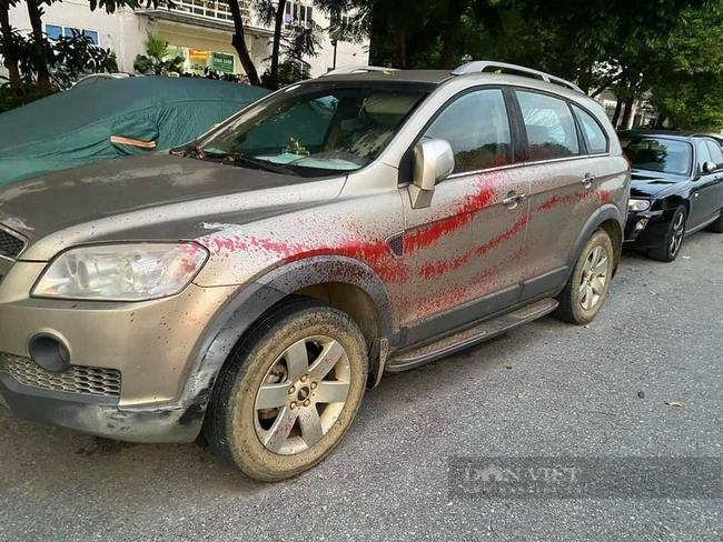 Hình ảnh hàng loạt xe ô tô bị tạt sơn ở Hà Nội - Ảnh 3.