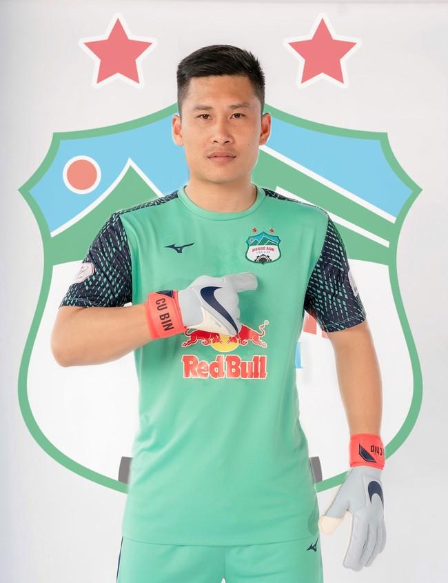 """HAGL """"trói chân"""" thủ môn Huỳnh Tuấn Linh thêm 3 năm, """"lót tay"""" 6 tỷ đồng - Ảnh 2."""