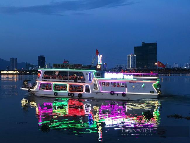 """Người đầu tiên """"khai phá"""" Tour du ngoạn Đà Nẵng về đêm trên sông Hàn, trở thành Nông dân Việt Nam xuất sắc 2021 - Ảnh 3."""
